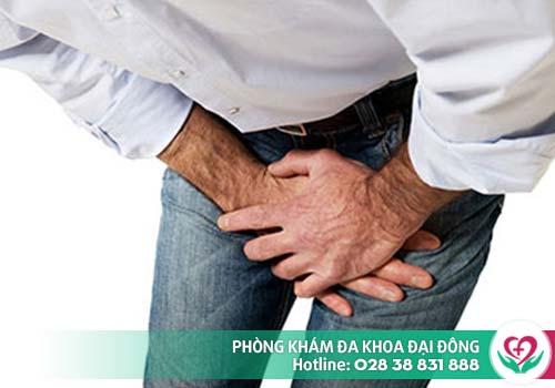 Triệu chứng tràn dịch màng tinh đôi khi gây đau tức tinh hoàn